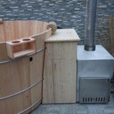 Badebottich mit Holzverbau Technik und Außenofen