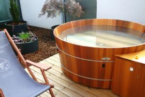 Badewanne rund für Außen in Zedernholz.