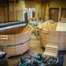 Holzwhirlpools in Arbeit