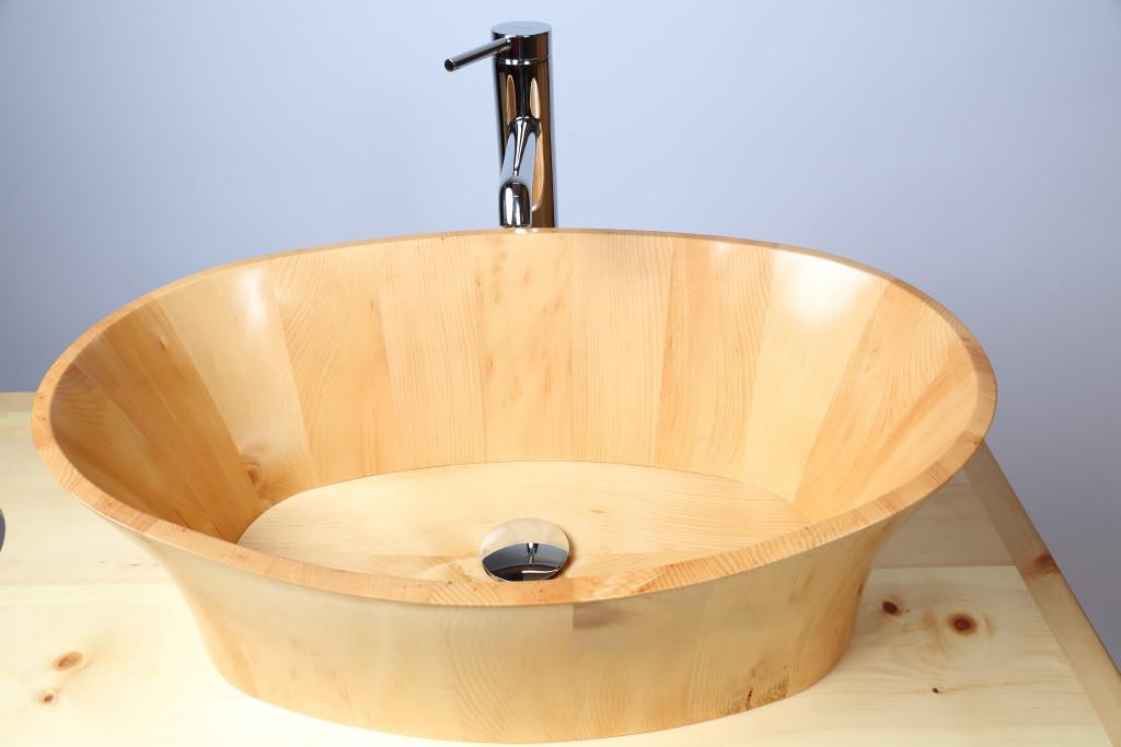 Waschbecken Zirbe mit möglicher Armatur