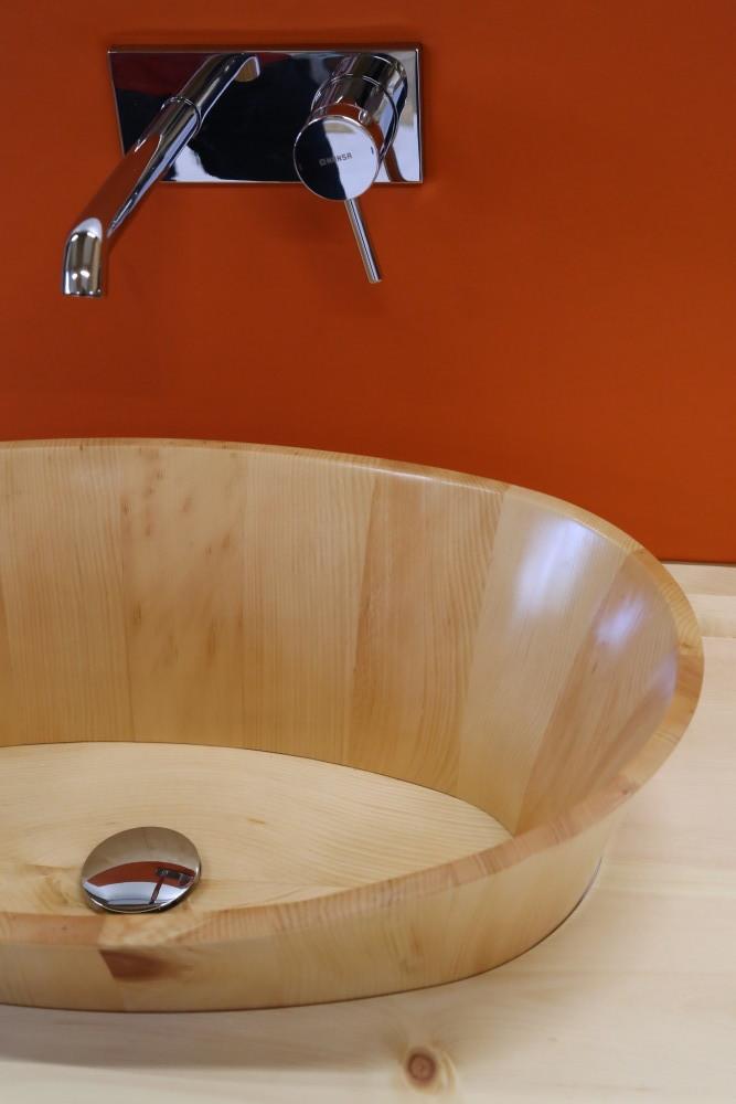 Holzwaschbecken unsere kleinsten balubad for Holzbadewannen freistehend
