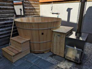 Badebottich mit Holzaußenofen und Technikholzverbau