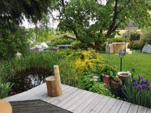 Wunderschöner Garten mit Balubad Badefass